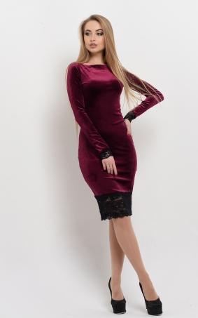 Оксамитова сукня з мереживом