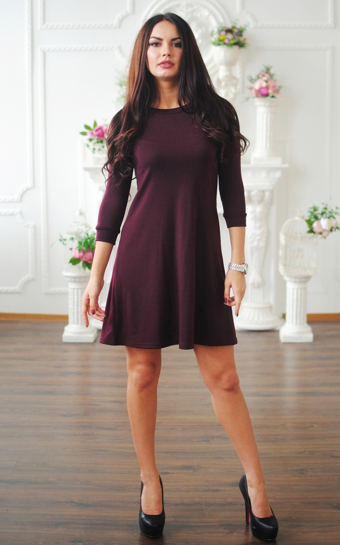 A trapeze dress with a sleeve three quarters