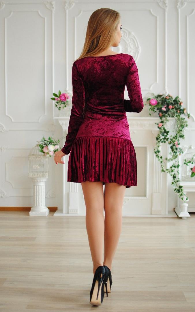 Коротка велюрова сукня