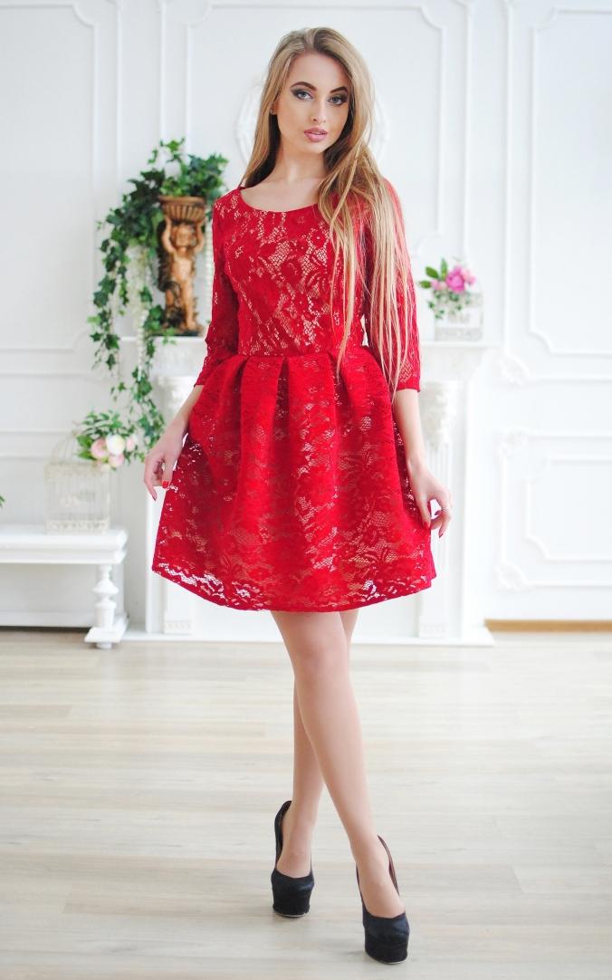 Шикарна сукня гіпюр