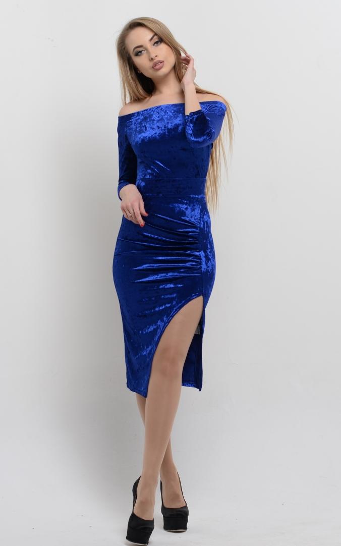 Вечірня сукня з відкритими плечима